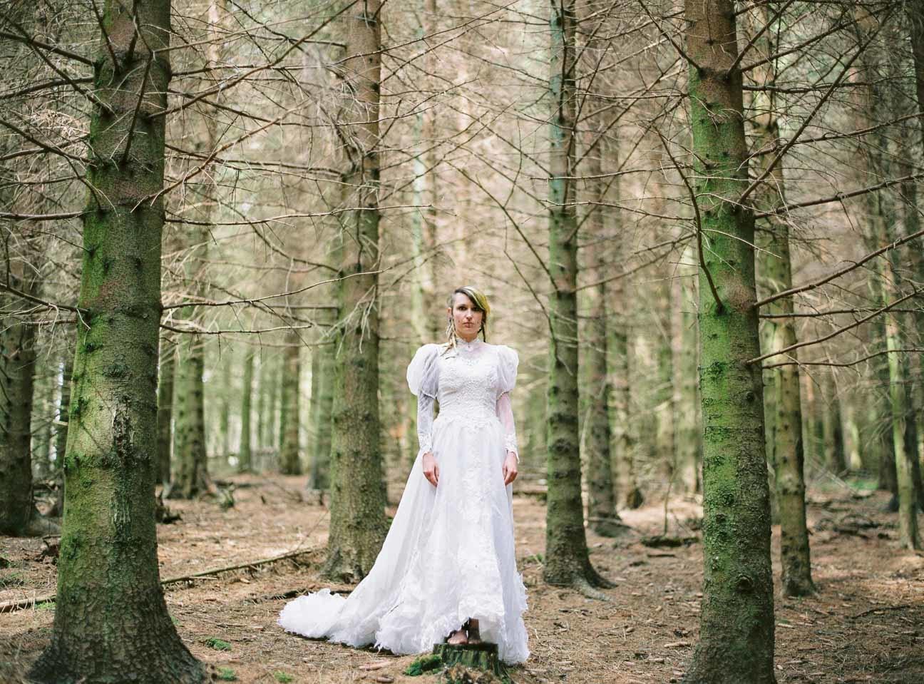 vestido de novia en el bosque (4)