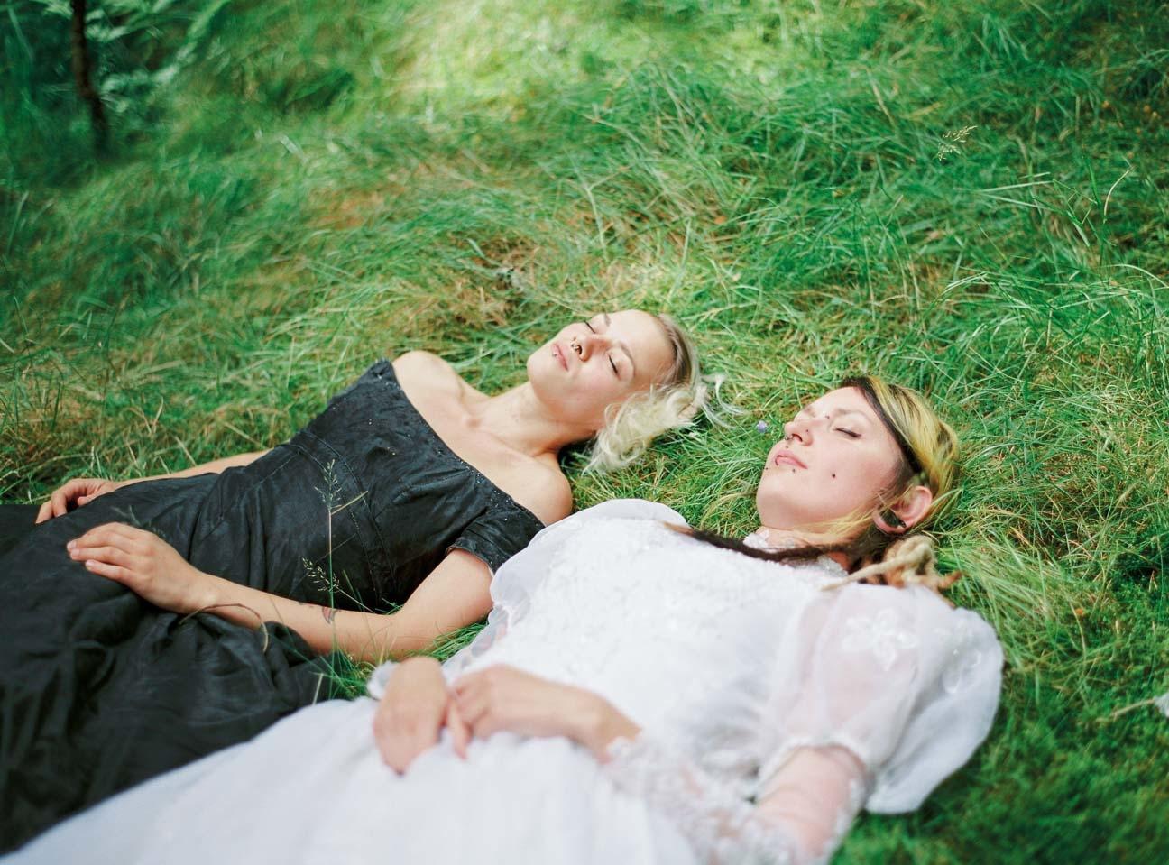 vestido de novia en el bosque (3)