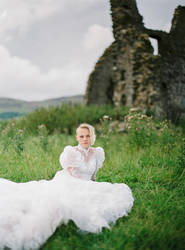vestido de novia en el bosque (12)