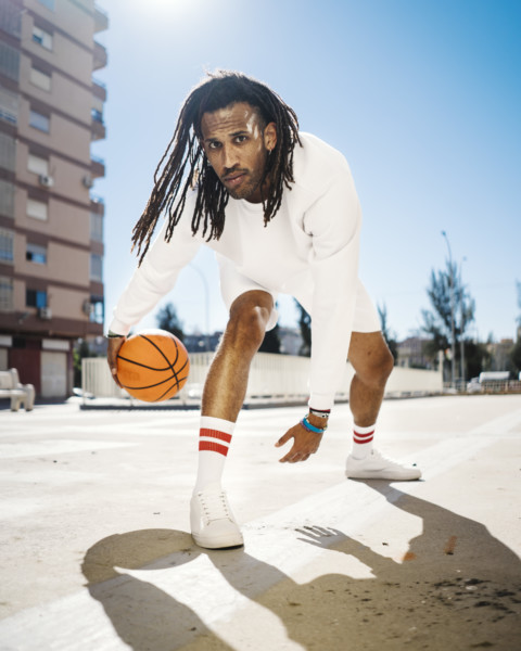 Jordi jugando a basket